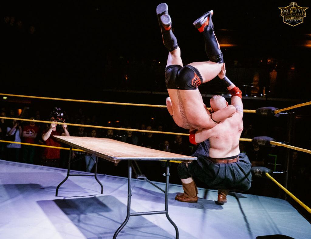 Professional wrestling - ammattilaistason kansainvälistä showpainia