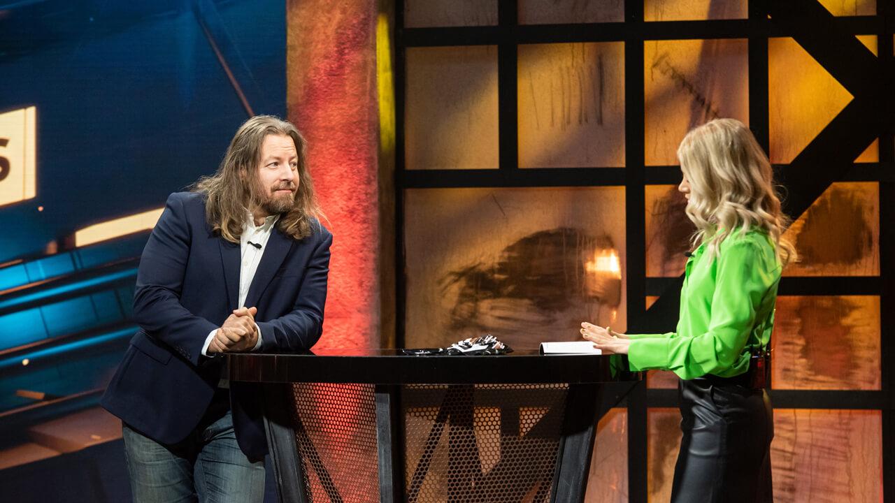 Michael Majalahti kertoo Janni Hussille showpainista.